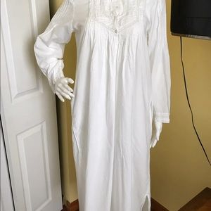 Vintage La Cera White Gorgeous, Night Gown. Small